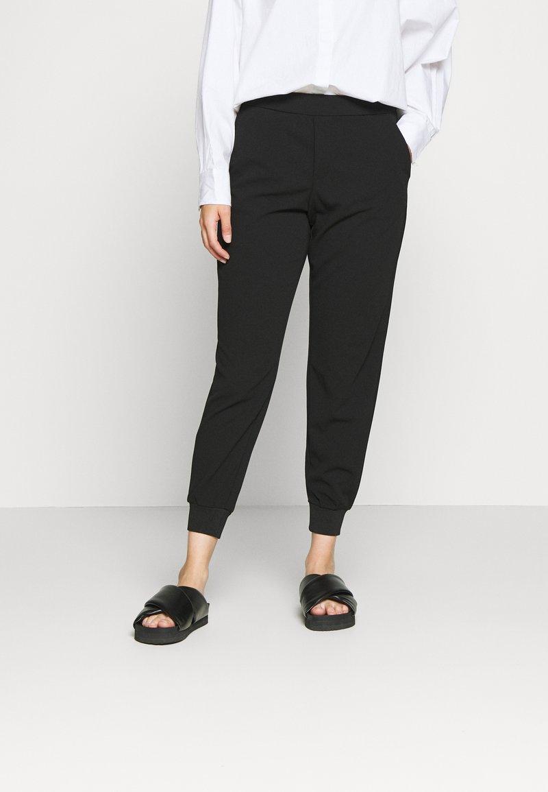 ONLY Petite - ONLADELE ROCKY PANTS  - Bukse - black