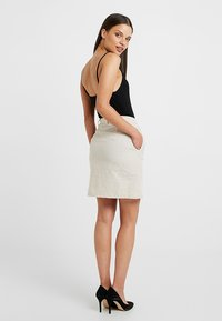 ONLY Petite - ONLLEONORA BUTTON SKIRT - Minifalda - creme - 2