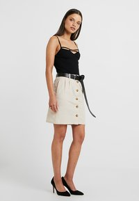ONLY Petite - ONLLEONORA BUTTON SKIRT - Minifalda - creme - 1