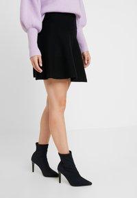 ONLY Petite - ONLNEW DALLAS SKIRT - Áčková sukně - black - 0