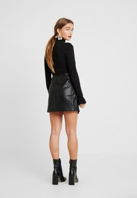 ONLY Petite - ONLNAEVE TILDA MINI SKIRT - A-Linien-Rock - black - 2