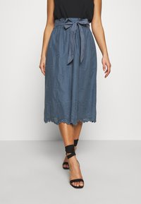 ONLY Petite - ONLSHERY LIFE MIDI EMBANG SKIRT - A-line skjørt - china blue - 0