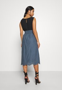 ONLY Petite - ONLSHERY LIFE MIDI EMBANG SKIRT - A-line skjørt - china blue - 2