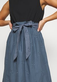 ONLY Petite - ONLSHERY LIFE MIDI EMBANG SKIRT - A-line skjørt - china blue - 5