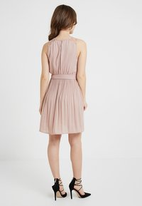 ONLY Petite - ONLCAROLINADRESS - Korte jurk - rose - 3