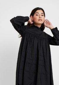 ONLY Petite - ONLMAJA HIGHNECK DRESS - Robe d'été - black - 4