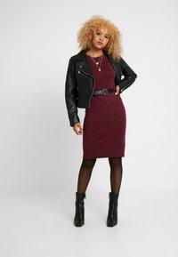 ONLY Petite - ONLFRUA DRESS - Gebreide jurk - burgundy - 2