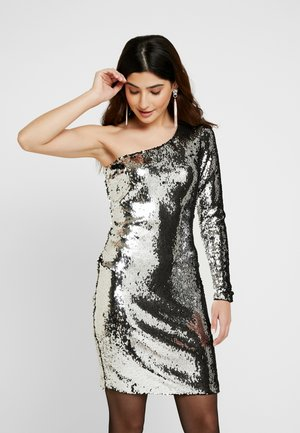 ONLHOLLY ONESHOULDER SEQUIN DRESS - Vestido de cóctel - silver