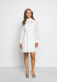 ONLY Petite - ONLNORA SHORT DRESS - Cocktailklänning - cloud dancer - 1