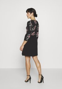 ONLY Petite - ONLAMBER AMY 3/4 DRESS PETITE - Vapaa-ajan mekko - black/rose - 2