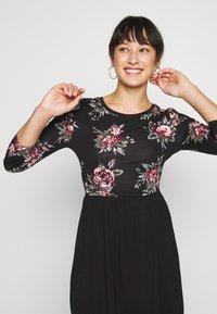 ONLY Petite - ONLAMBER AMY 3/4 DRESS PETITE - Vapaa-ajan mekko - black/rose - 4