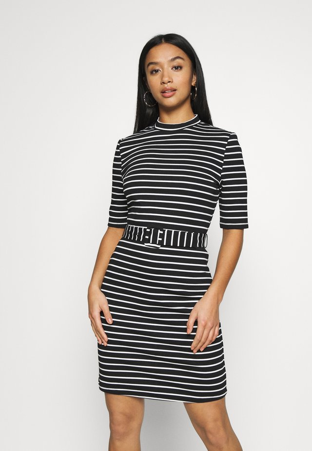ONLFRIDA BELTED DRESS - Shift dress - black/cloud dancer