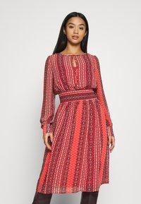 ONLY Petite - ONLWILLOW  DRESS WVN - Denní šaty - bittersweet - 0