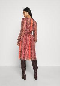 ONLY Petite - ONLWILLOW  DRESS WVN - Denní šaty - bittersweet - 2