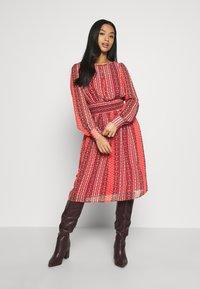 ONLY Petite - ONLWILLOW  DRESS WVN - Denní šaty - bittersweet - 1