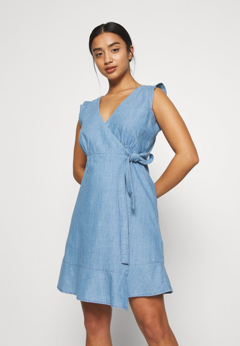 ONLY Petite - ONLELODIE LIFE DRESS - Farkkumekko - light blue denim