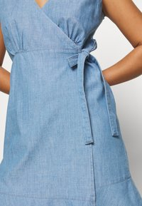 ONLY Petite - ONLELODIE LIFE DRESS - Farkkumekko - light blue denim - 5