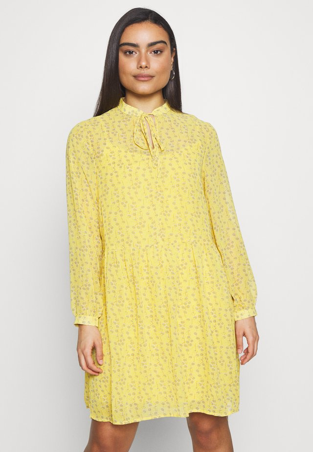 ONLSUNNY DRESS PETITE - Denní šaty - misted yellow