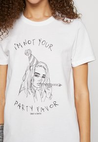 ONLY Petite - ONLBILLIE  - Camiseta estampada - bright white - 4