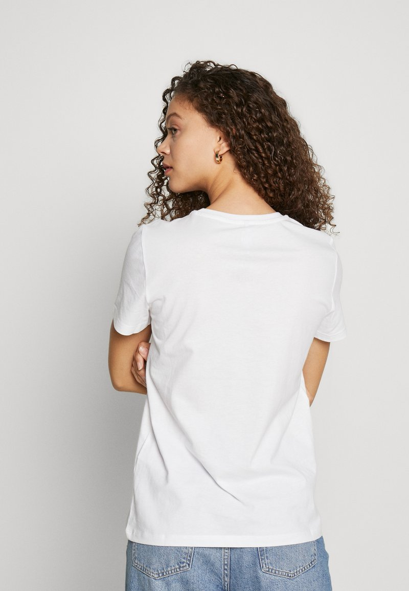 ONLY Petite ONLBILLIE - T-shirts med print - bright white