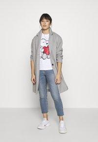 ONLY Petite - ONLPEANUT LOVE - T-Shirt print - white - 1