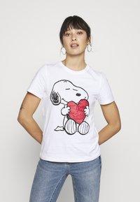 ONLY Petite - ONLPEANUT LOVE - T-Shirt print - white - 0