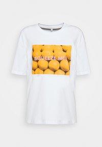 ONLY Petite - ONLAVA LIFE BOXYTOP 2PACK  - T-shirts print - white - 2