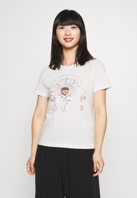 ONLY Petite - ONYRANDI LIFE - Camiseta estampada - cloud dancer - 0