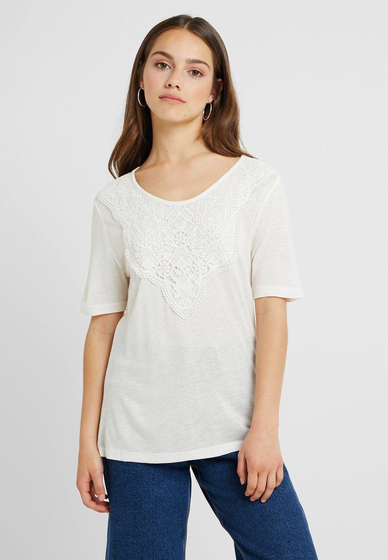 ONLY Petite - ONLZIGGY - T-Shirt print - cloud dancer