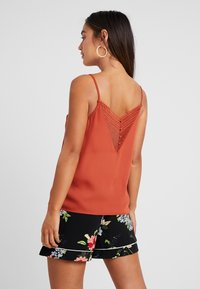 ONLY Petite - ONLSIVA SINGLET - Top - picante - 2