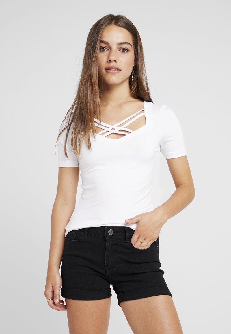 ONLY Petite - ONLMELTEM 2PACK - Print T-shirt - bright white/black
