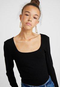 ONLY Petite - ONLSISLEY 2 PACK - Maglietta a manica lunga - pumice stone/black - 3