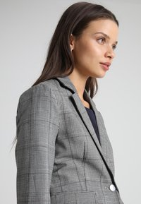ONLY Petite - ONLMUST NICE FITTED - Blazer - cloud dancer - 3