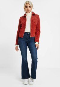 ONLY Petite - ONLLEAH SHORT JACKET - Giacca di pelle - ketchup - 1