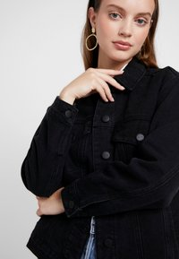 ONLY Petite - ONLCAROLINE JACKET - Denim jacket - black denim - 3