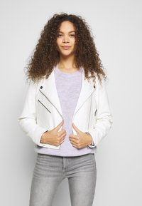 ONLY Petite - ONLENYA BIKER - Veste en similicuir - cloud dancer - 0