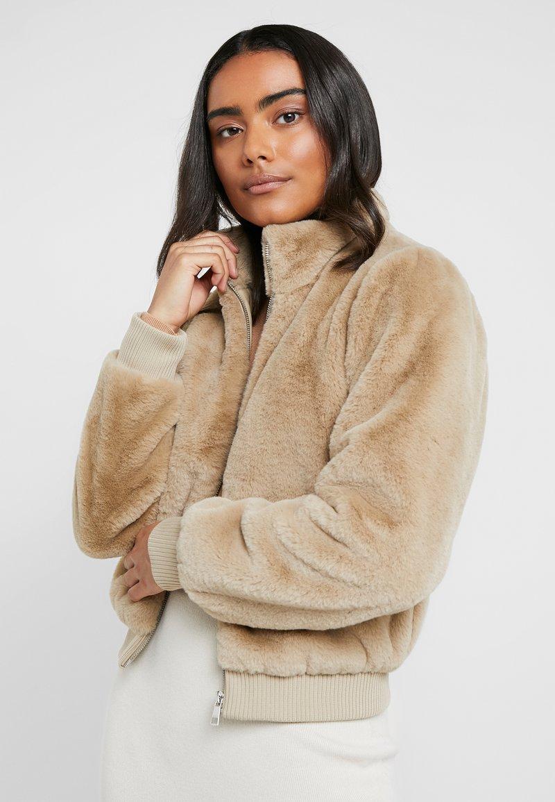 ONLY Petite - ONLAURA PETIT  - Zimní bunda - beige