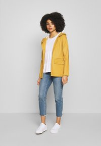ONLY Petite - ONLTRAIN SHORT RAINCOAT - Parka - yolk yellow - 1