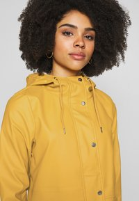 ONLY Petite - ONLTRAIN SHORT RAINCOAT - Parka - yolk yellow - 4