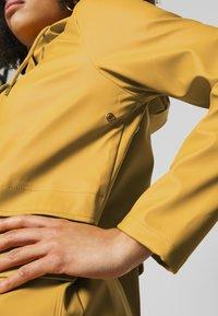 ONLY Petite - ONLTRAIN SHORT RAINCOAT - Parka - yolk yellow - 3