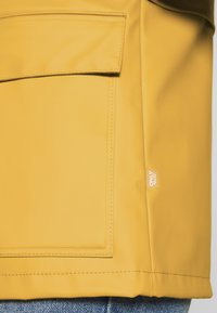 ONLY Petite - ONLTRAIN SHORT RAINCOAT - Parka - yolk yellow - 6