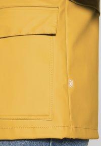 ONLY Petite - ONLTRAIN SHORT RAINCOAT - Parka - yolk yellow - 6