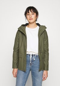 ONLY Petite - ONLTRAIN SHORT RAINCOAT - Parka - kalamata - 0