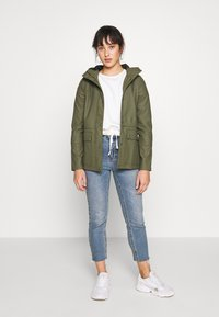 ONLY Petite - ONLTRAIN SHORT RAINCOAT - Parka - kalamata - 1