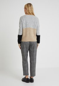 ONLY Petite - ONLSANTANA - Neule - light grey - 2