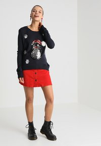 ONLY - ONLXMAS PENGUIN CHRISTMAS - Jumper - night sky/cloud dancer/black - 1