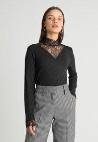 ONLY Petite - ONLWILMA MIX HIGHNECK  - Maglietta a manica lunga - dark grey melange - 0