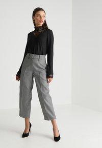 ONLY Petite - ONLWILMA MIX HIGHNECK  - Maglietta a manica lunga - dark grey melange - 1