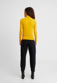 ONLY Petite - ONLVENICE ROLLNECK PULLOVER - Neule - golden yellow - 2