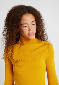 ONLY Petite - ONLVENICE ROLLNECK PULLOVER - Neule - golden yellow - 3